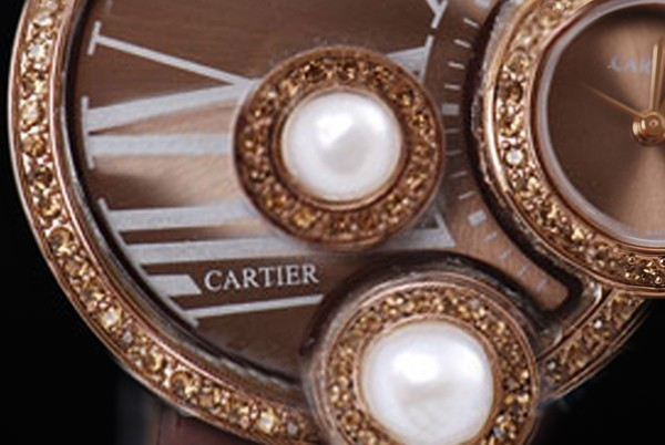 /watches_12/Cartier/Quintessential-Cartier-Classic-Diamond-Bezel-with-1.jpg