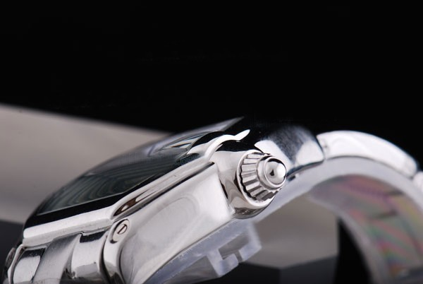 /watches_12/Cartier/Quintessential-Cartier-Roadster-Working-10.jpg