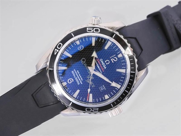 /watches_12/Omega/Quintessential-Omega-Seamaster-Planet-Ocean-007-12.jpg